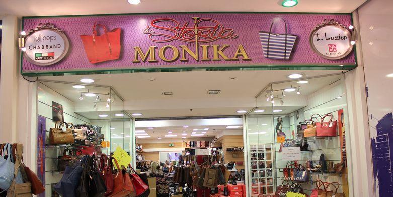 La Storia De Monika